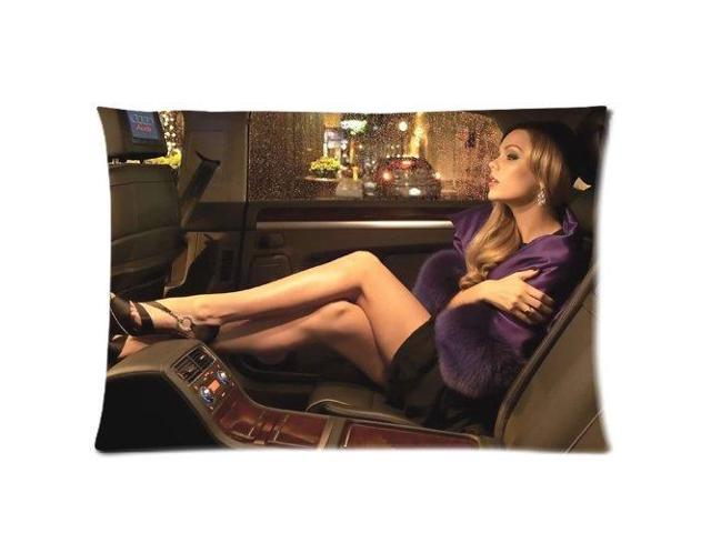 laura vandervoort pillow