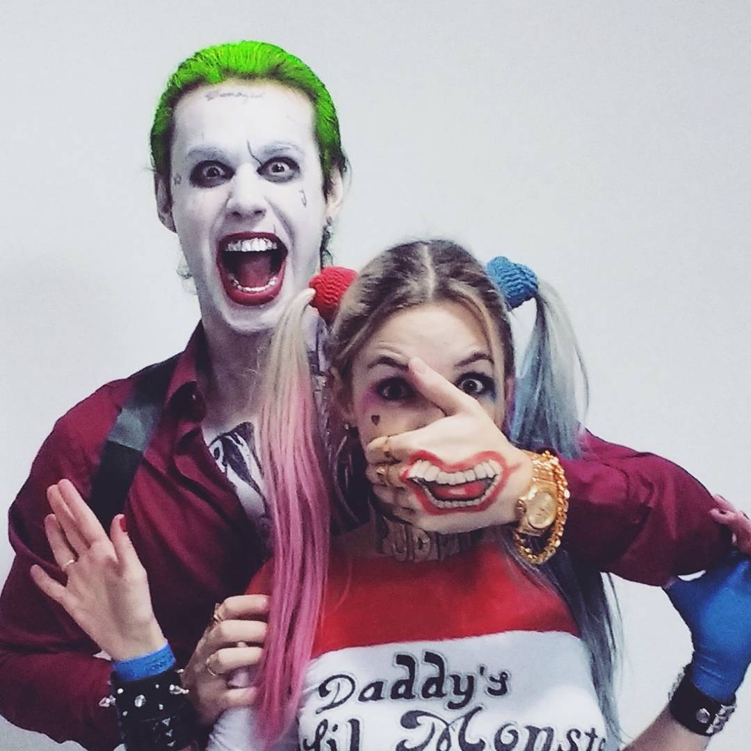 Veronica Bochi cosplaying as Harley Quinn 3