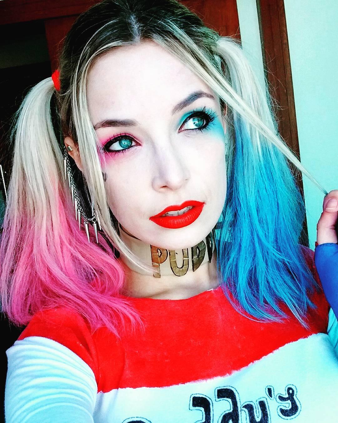 Veronica Bochi cosplaying as Harley Quinn 8